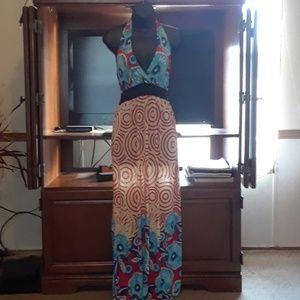 Dresses & Skirts - Beautiful floral halter maxi